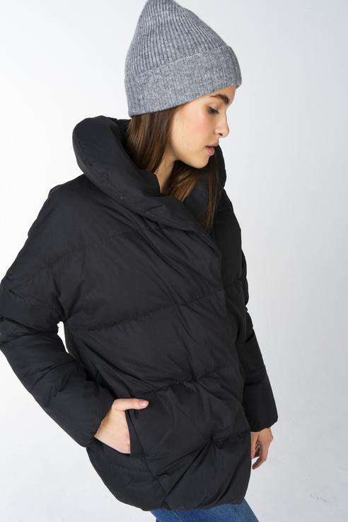 Куртка женская Incity 1.1.2.18.01.13.00134 черная 44 RU