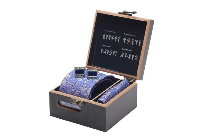 Мужской подарочный набор в стильной деревянной шкатулке (галстук+запонки+платок)