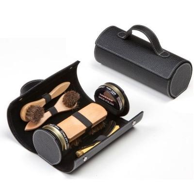 Кожаный футляр черный с наполненим из средств по уходу за обувью фирмы Tarrago, TCV13