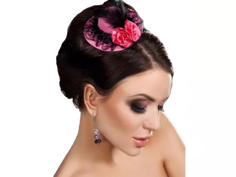Розовая мини-шляпка с кружевом и цветами от Livia Corsetti