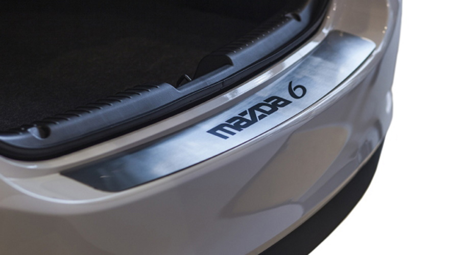 Накладка на наруж. порог багажника с загибом,Mazda