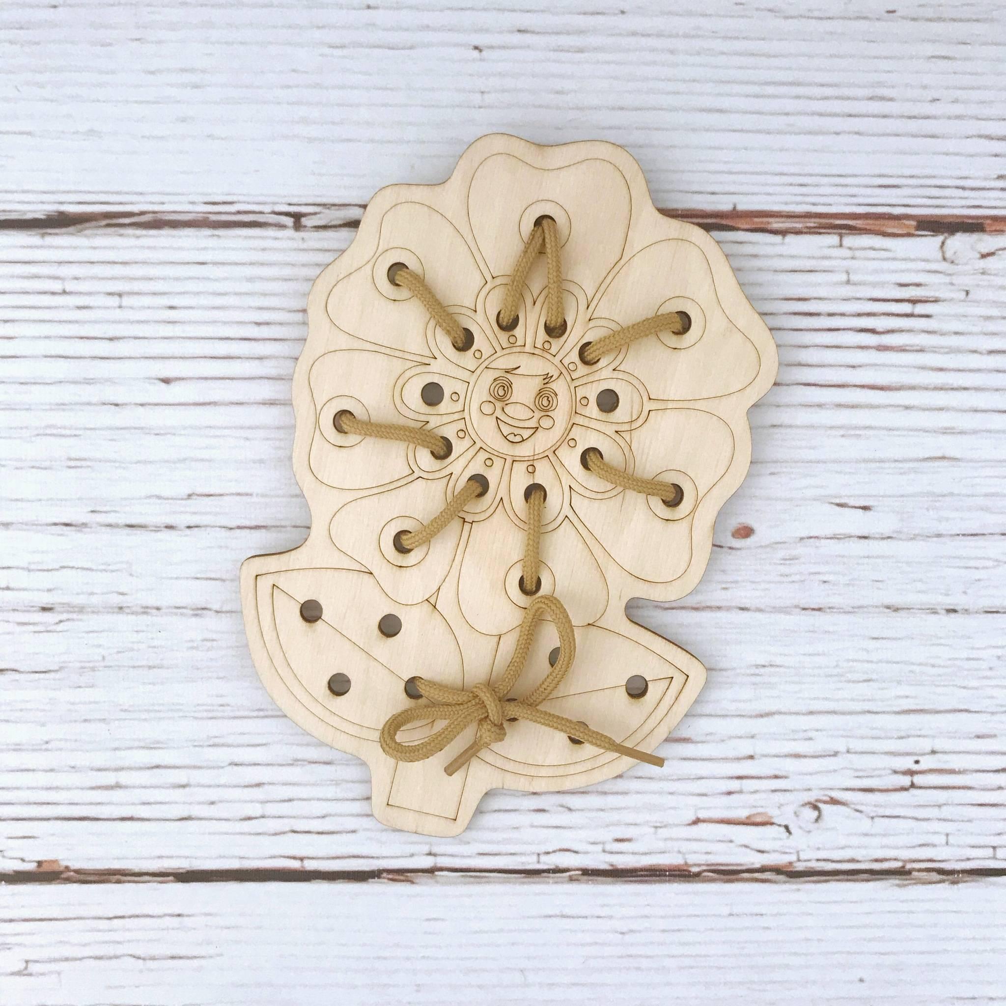 WoodLandToys Шнуровка деревянная Цветочек-1 017204 WoodLand