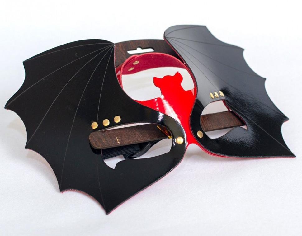 Маска на глаза Летучая мышь из лаковой кожи черный с красным Sitabella.