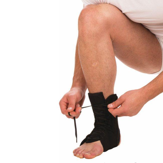 Бандаж на голеностопный сустав на шнуровке