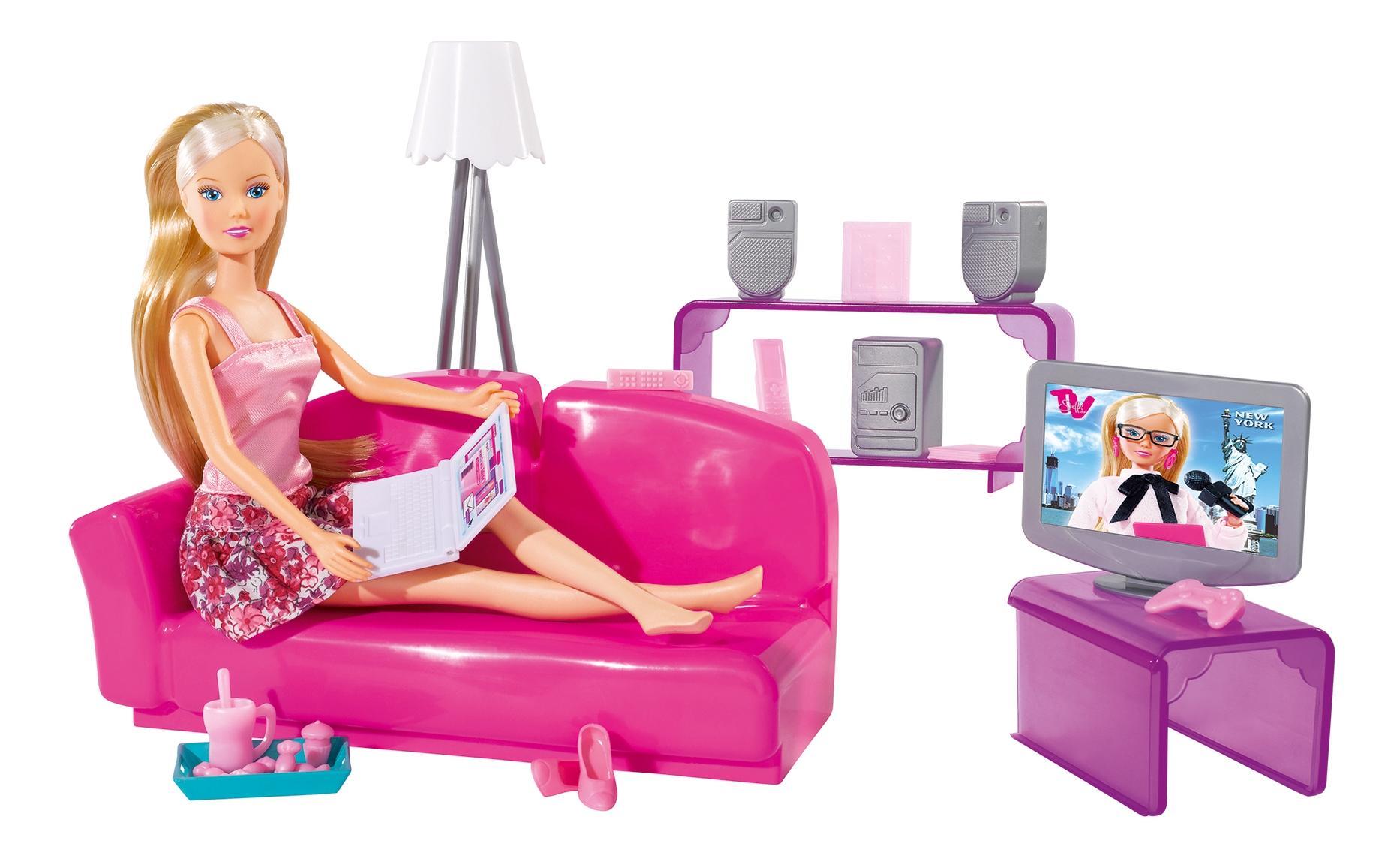 Кукла Simba Штеффи в гостинной комнате