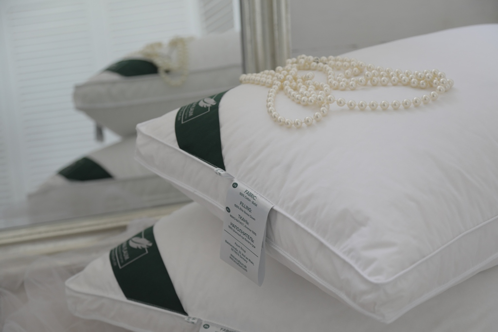 Подушка ANNA FLAUM 70x70 см