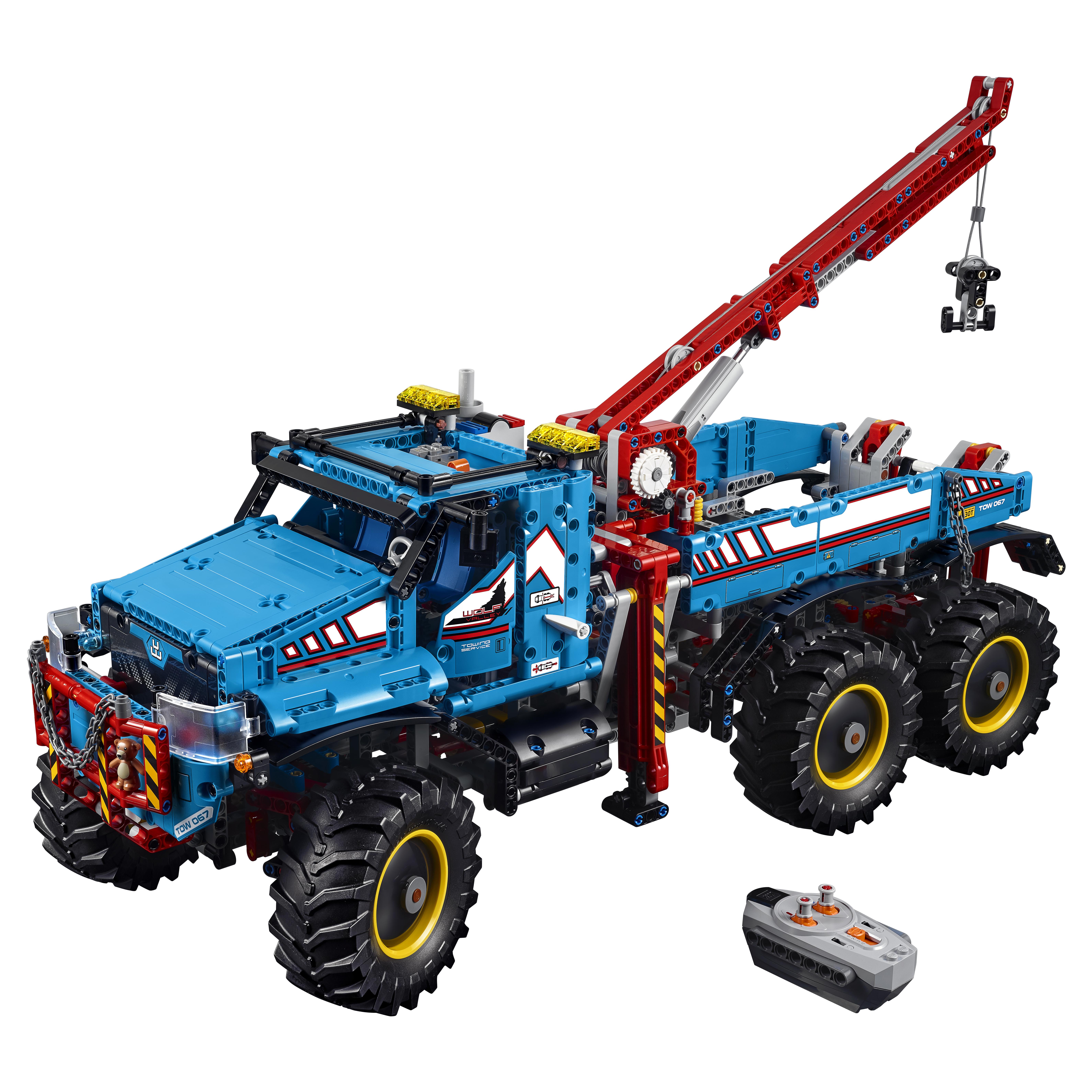 Конструктор LEGO Technic Аварийный внедорожник 6х6 (42070)