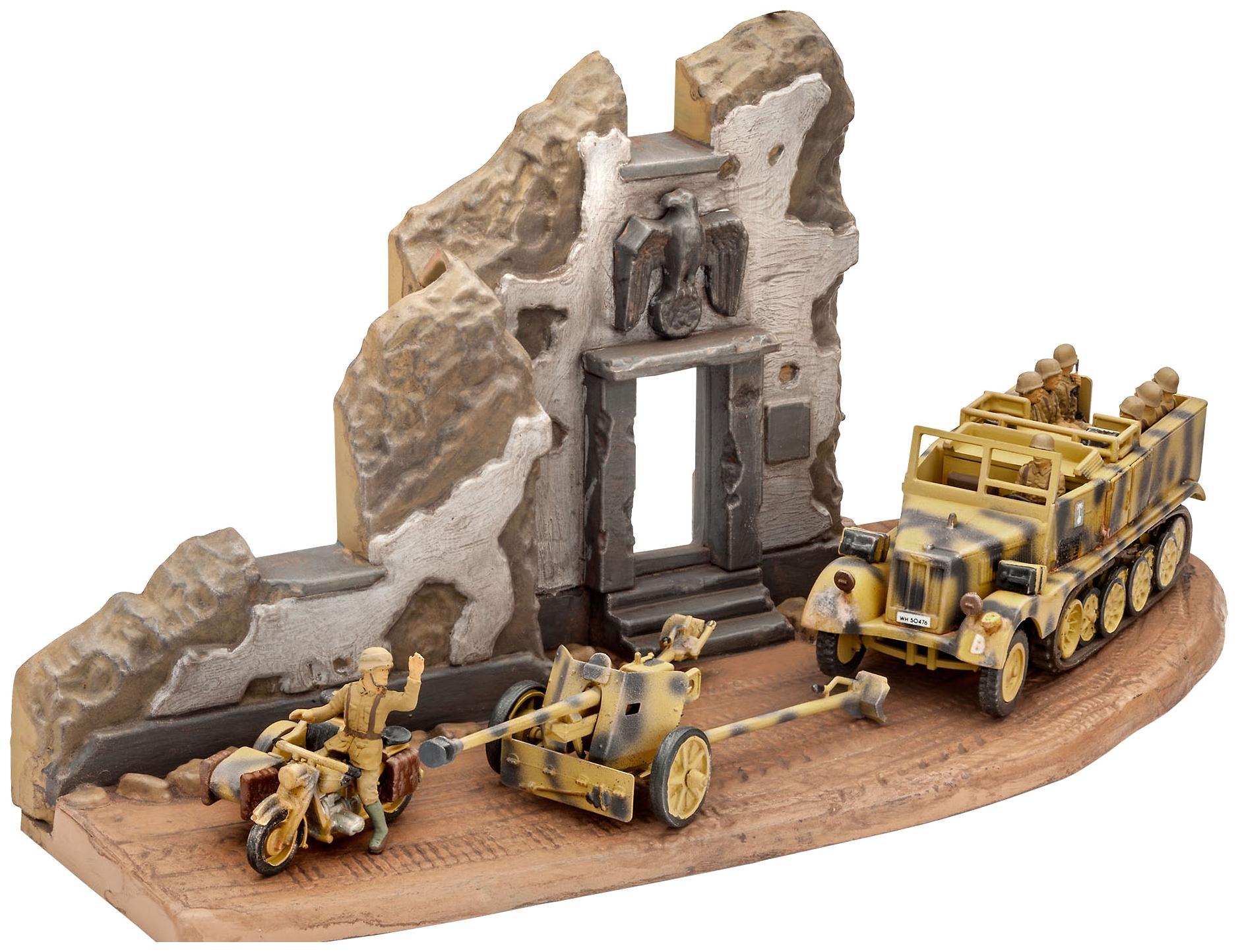 Модели для сборки Revell Буксирный трактор, противотанковая пушка Pak 40 и мотоцикл R75