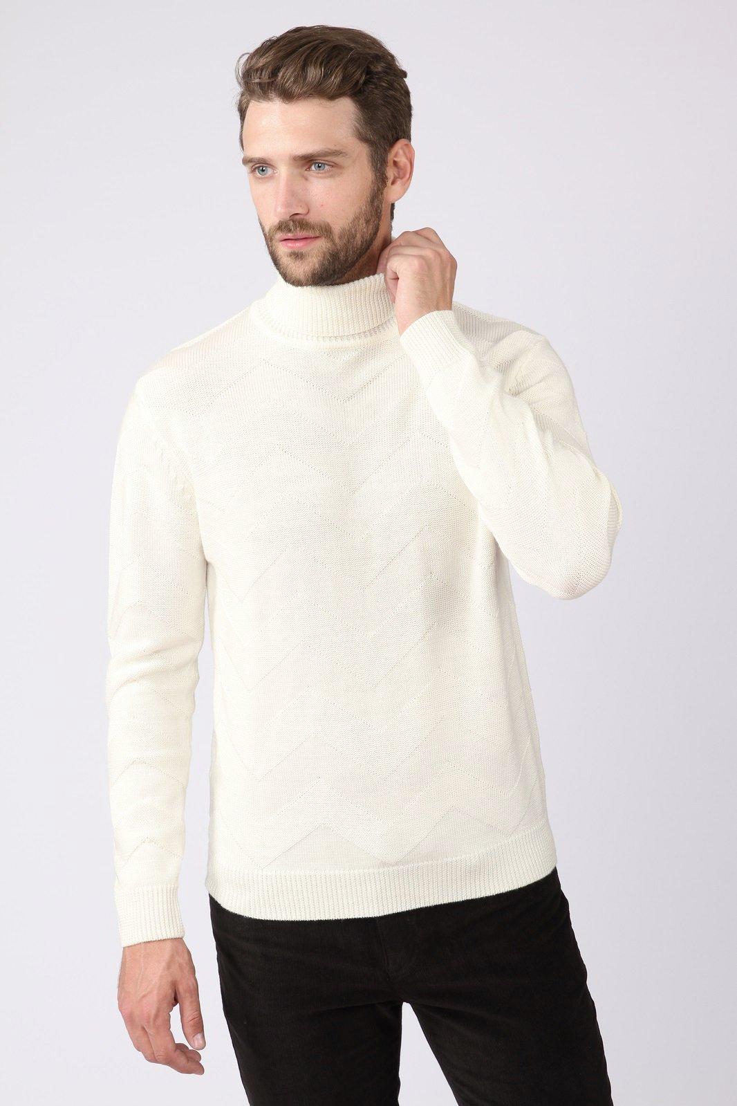 парень в белом пуловере фото может