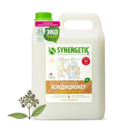 Кондиционер для белья Synergetic миндальное молочко 5 л