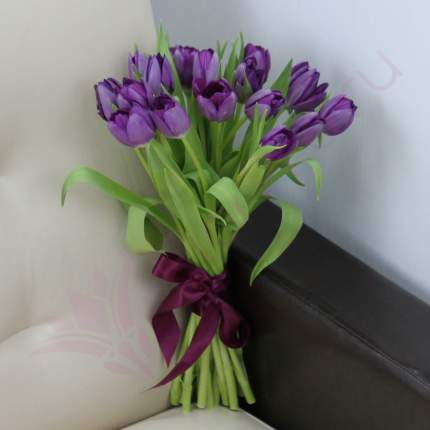 Монобукет из 15 фиолетовых тюльпанов FlorPro