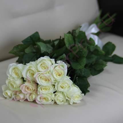 Монобукет из 15 белых роз FlorPro Аваланч 40 см