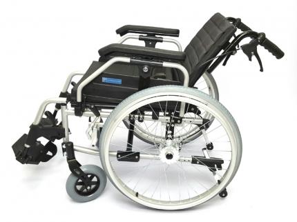 Кресло-коляска инвалидная LY-250 шир.сид 45 см пневмо