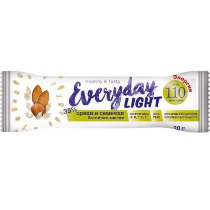 """Батончик - мюсли Everyday Light """"С орехами и семечками"""", 30 г"""