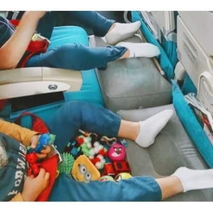 Подушка-кроватка для детей в самолет с пеленочкой