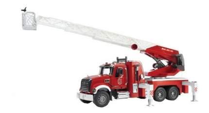 Пожарная машина Bruder Mack с выдвижной лестницей
