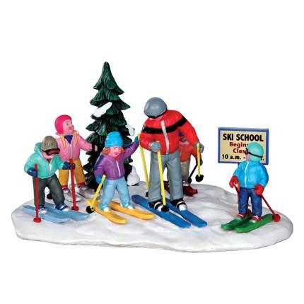 Lemax Композиция Урок в Лыжной школе, 15*11 см 33018