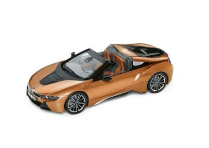 Модель автомобиля BMW i8 Roadster, E Copper Metallic / Black, 1:18 Scale