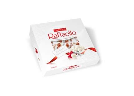 Конфеты Raffaello с цельным миндальным орехом в кокосовой обсыпке 240 г