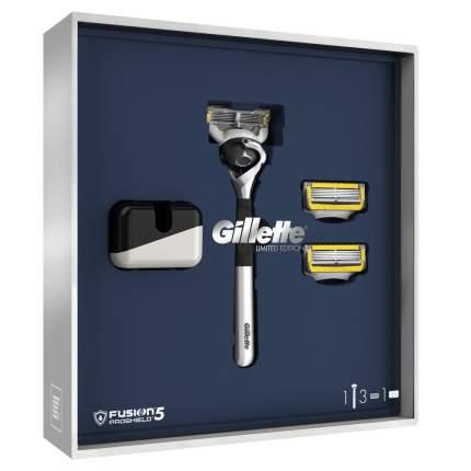 Подарочный набор Gillette Fusion5 ProShield Бритва + 3 сменных кассеты + Подставка