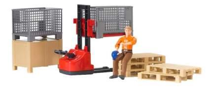 Механический складской погрузчик Bruder со складскими аксессуарами и фигуркой