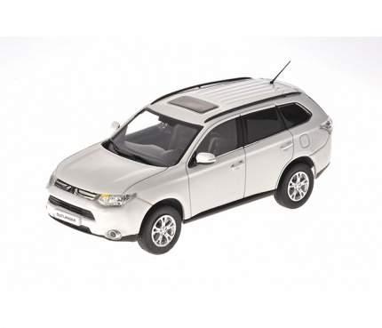Модель автомобиля Mitsubishi Outlander III MME50551 1:43 scale White