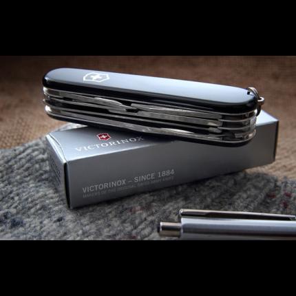 Мультитул Victorinox Huntsman 1.3713.3 91 мм черный, 15 функций