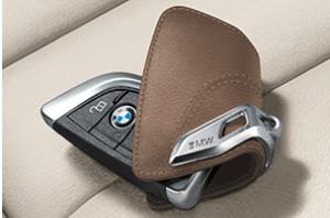 Кожаный футляр BMW для ключей со стальным зажимом 82292408818 цвет Brown