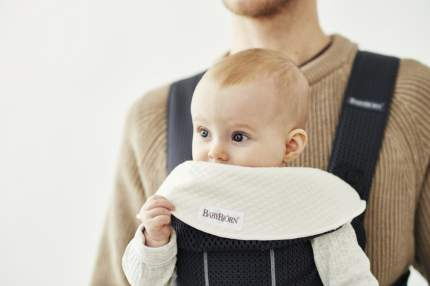 Нагрудник к рюкзакам Babybjorn mini miracle original, new version, белый