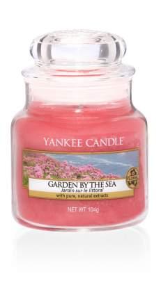 Свеча ароматическая Yankee Candle Garden by the Sea/ Сад у моря 25-40 ч