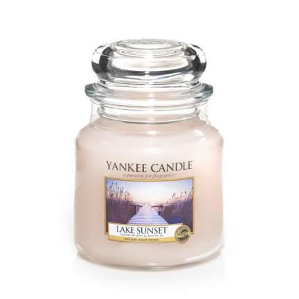 Свеча ароматическая Yankee Candle Lake Sunset/ Закат на озере 65-90 ч