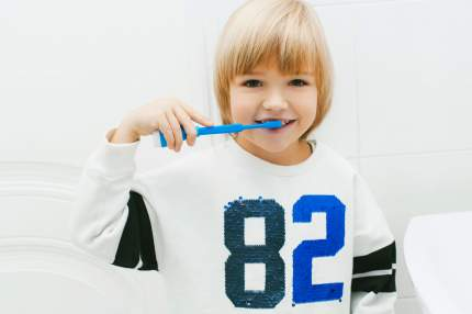 Детский развивающий набор для чистки зубов Smilepod Игрозуб Hero цв. синий